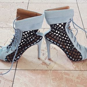 Shoes - Blue/Black Heels With Laces